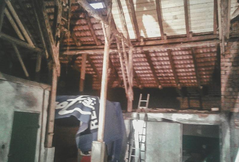Alter Dachstuhl vor Renovierung