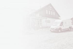 Hattinger Holzbau GmbH Bus auf Baustelle