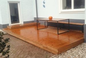 Holzterrasse von Hattinger Holzbau GmbH in Pramet